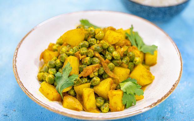https://yemek.com/tarif/patatesli-ve-bezelyeli-curry/ | Patatesli ve Bezelyeli Curry Tarifi