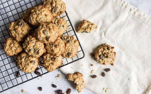yulafli-ve-kuru-uzumlu-kurabiye-tarifi