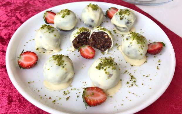 beyaz-cikolatali-meyveli-truff-aysegul