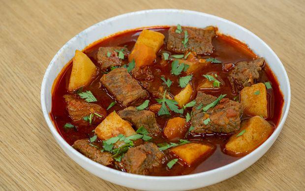 dana-gulas-yemekcom