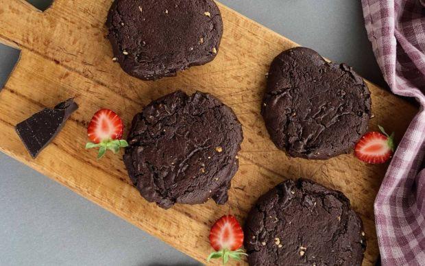 double-cikolatali-kurabiye-tarifi