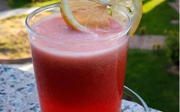 ev-yapimi-cilekli-limonata-taze