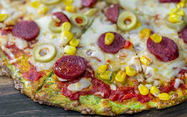 https://yemek.com/tarif/kabakli-pizza/ | Kabak Pizza Tarifi