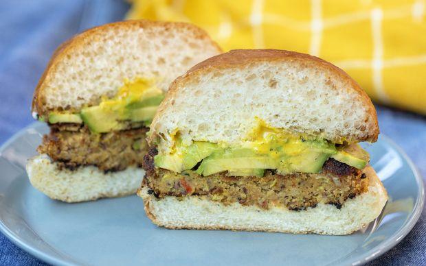 https://yemek.com/tarif/avokadolu-vejetaryen-burger/ | Avokadolu Vejetaryen Burger Tarifi