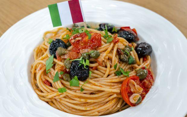 https://yemek.com/tarif/spaghetti-puttanesca/ | Spaghetti Puttanesca Tarifi