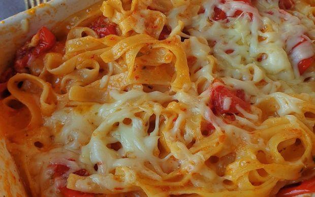 firinlanmis-domatesli-ve-peynirli-makarna-tarifi