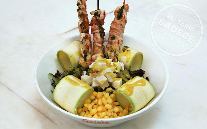 Galata Kabaklı Tavuk Şiş Salata Tarifi