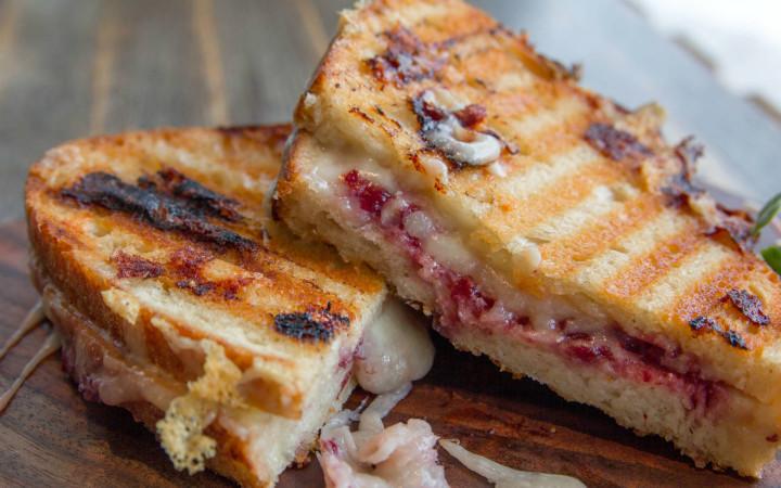 grilled-cheese-tavada-amerikan-tostu-720x450
