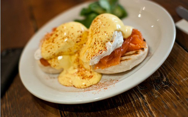 http://yemek.com/tarif/eggs-benedict/ | Eggs Benedict Tarifi