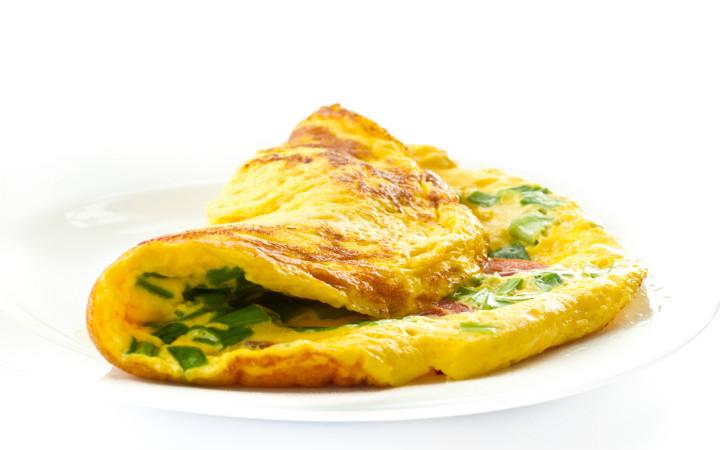 keci-peynirli-otlu-omlet-tarifi-nasil-yapilir