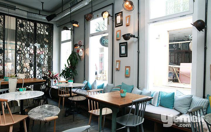 Mum's Cafe Kapak Fotoğrafı