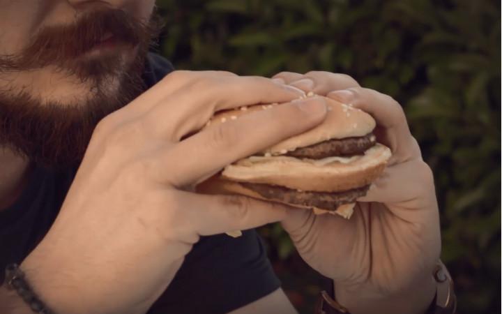 hamburger-nasil-yenir-manset-1-2