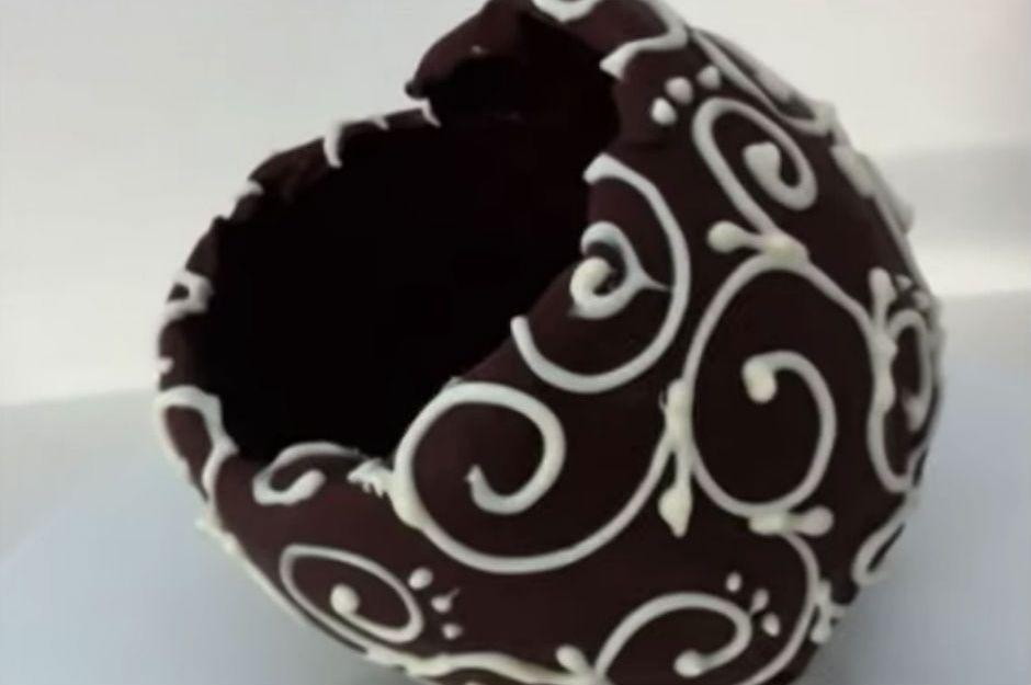 Beyaz Çikolata Soslu Dondurmalı Profiterol