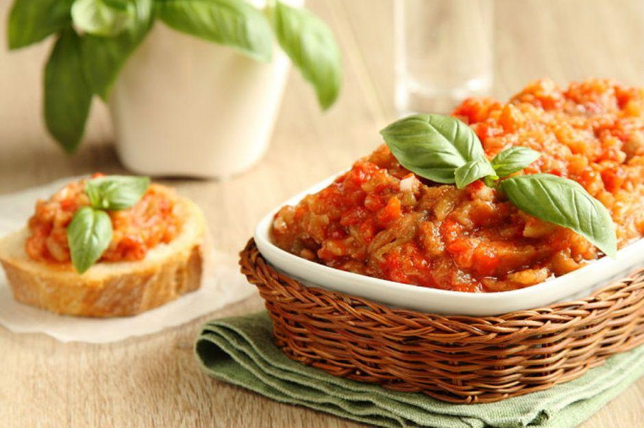 https://yemek.com/tarif/kozlenmis-patlican-salatasi/ | Közlenmiş Patlıcan Salatası Tarifi