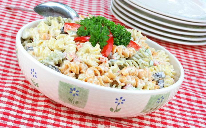 https://yemek.com/tarif/makarna-salatasi/#.WPnTRNKLTIV | Makarna Salatası Tarifi