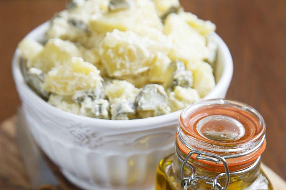 https://yemek.com/tarif/yogurt-soslu-patates-salatasi/ | Yoğurt Soslu Patates Salatası Tarifi