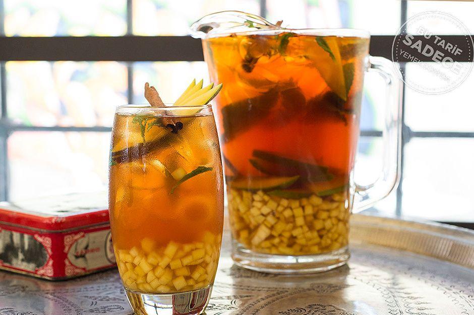 https://yemek.com/tarif/dem-karakoy-buzlu-cay/ | Ballı, Tarçınlı, Mangolu Buzlu Çay Tarifi