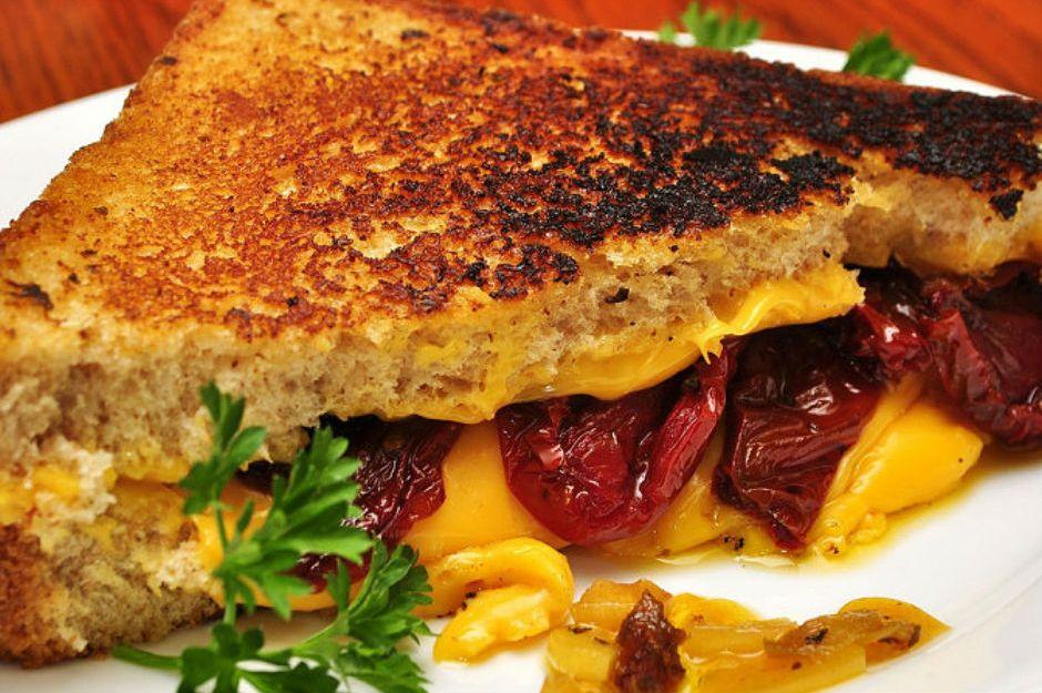 https://yemek.com/tarif/grilled-cheese/ | Grilled Cheese Tarifi