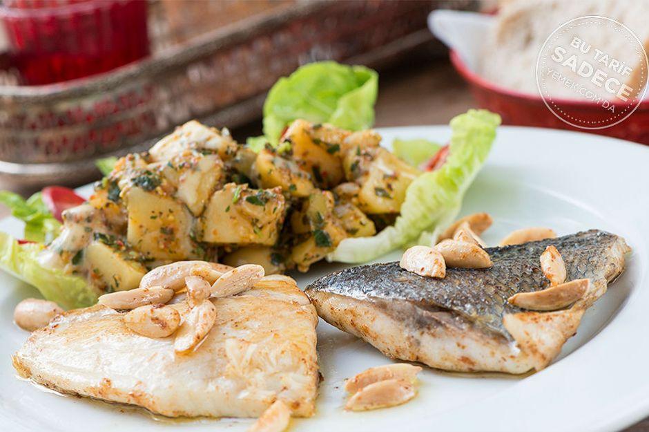 https://yemek.com/tarif/naif-istanbul-bademli-cipura-patates-salatasi/ | Naif İstanbul'dan Bademli Çipura ve Patates Salatası