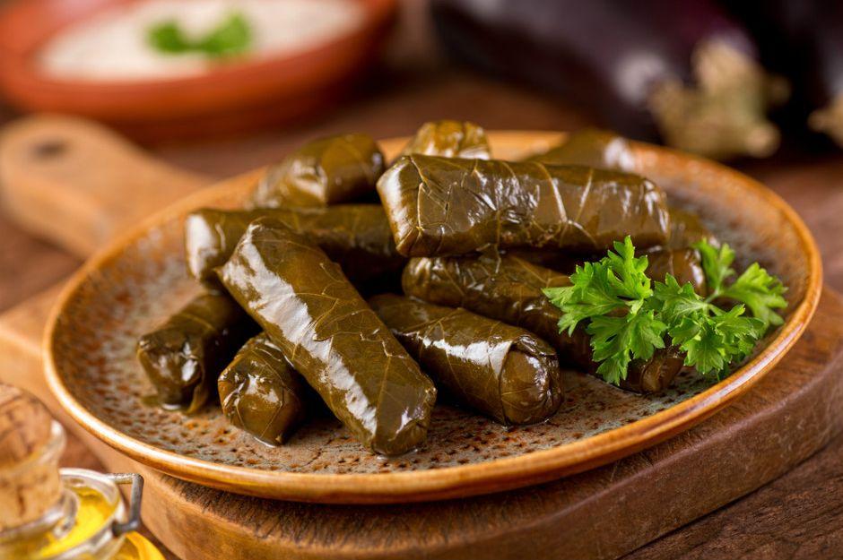 https://yemek.com/tarif/zeytinyagli-yaprak-sarma/#.WQL_h_mLTIU | Zeytinyağlı Yaprak Sarma Tarifi