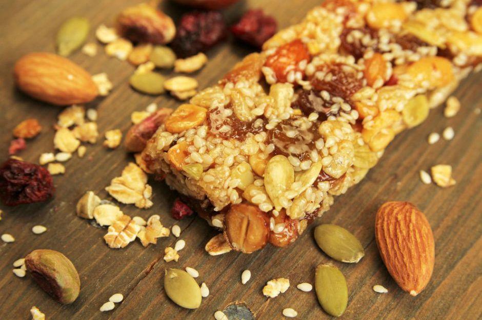 https://yemek.com/tarif/ev-yapimi-granola-bar/ | Ev Yapımı Granola Bar Tarifi
