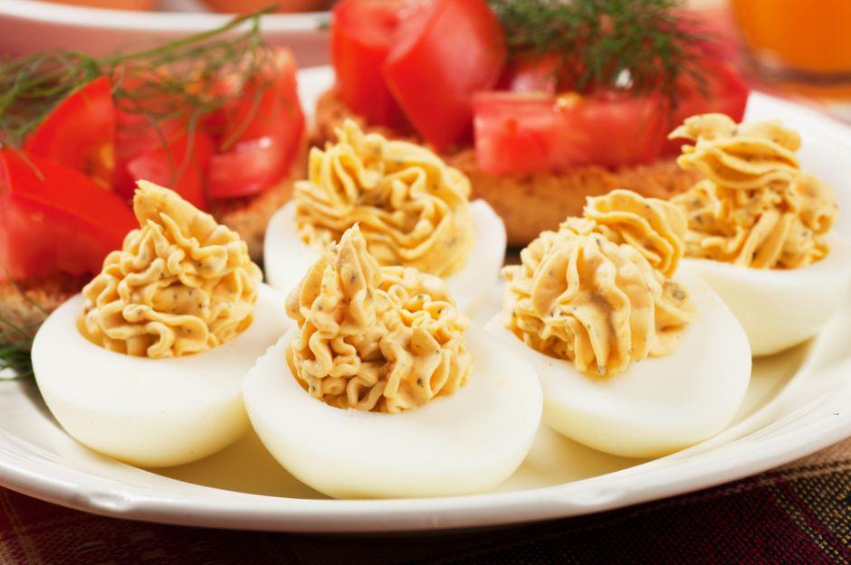 https://yemek.com/tarif/cesnili-yumurta-dolmasi/ | Çeşnili Yumurta Dolması Tarifi