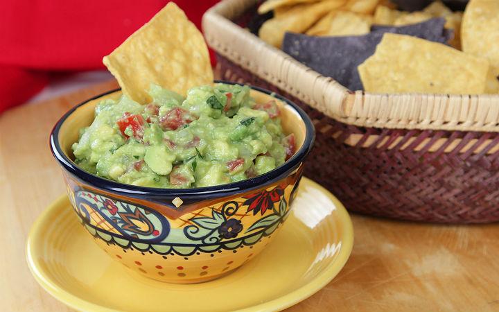 https://yemek.com/tarif/guacamole-sos/ | Guacamole Sos Tarifi