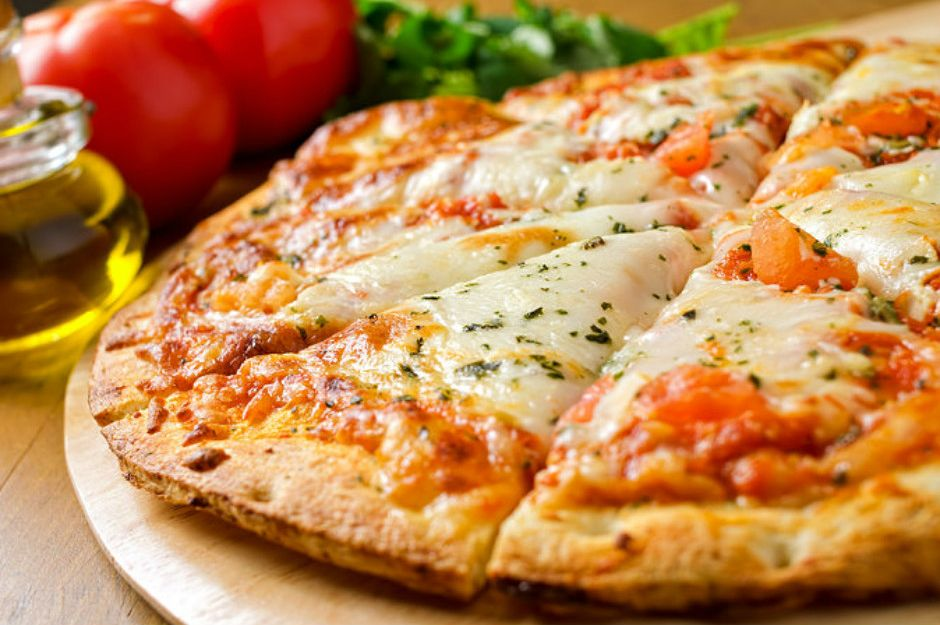 https://yemek.com/tarif/pizza-margarita/ | Pizza Margherita Tarifi