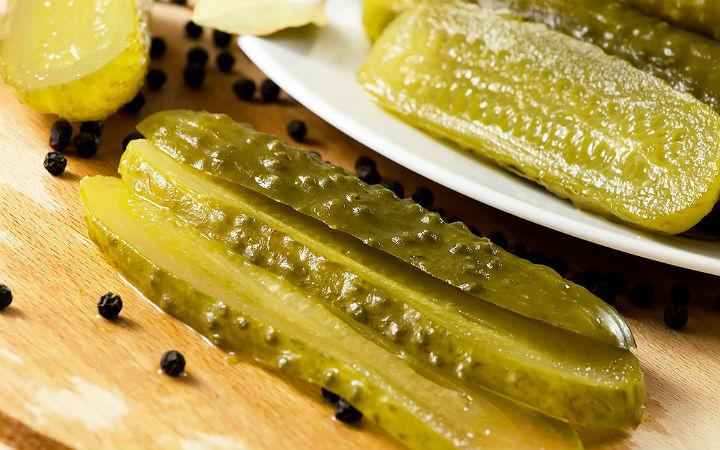 https://yemek.com/tarif/aromali-salatalik-tursusu | Aromalı Salatalık Turşusu Tarifi