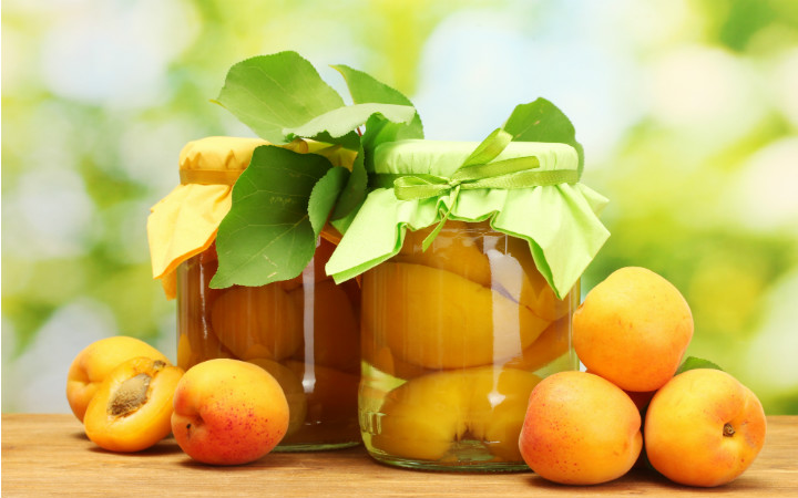http://gde-fon.com/download/table_cans_leaves_compote_fruit_apricots_sweetly_g/407007/5095x3342 | gde-fon