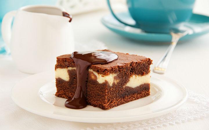 https://yemek.com/tarif/beyaz-cikolatali-brownie | Beyaz Çikolatalı Brownie Tarifi