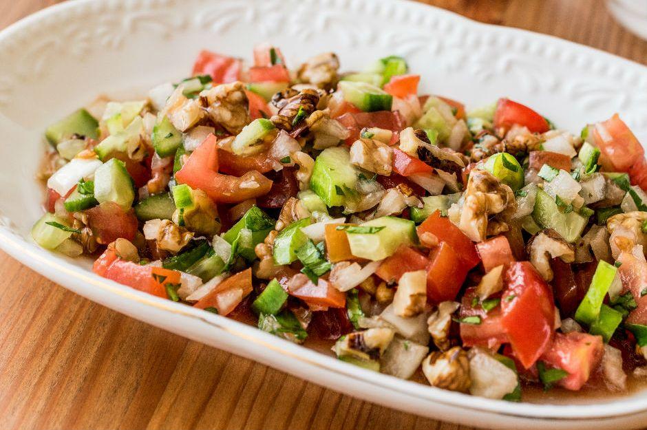 https://yemek.com/tarif/gavurdagi-salatasi/ | Gavurdağı Salatası Tarifi