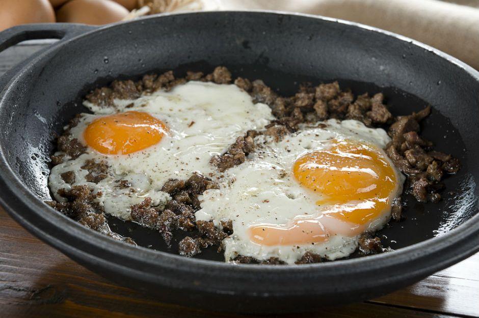 https://yemek.com/tarif/kavurmali-yumurta/ | Kavurmalı Yumurta Tarifi