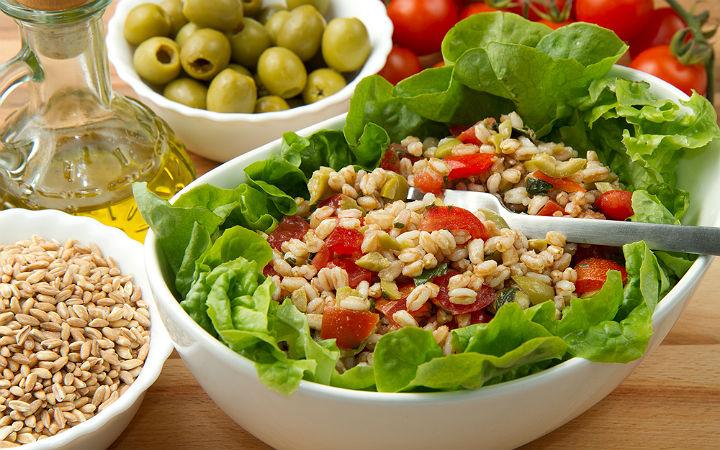 https://yemek.com/tarif/bugday-salatasi/#.WOdJjNKLTIV | Buğday Salatası Tarifi