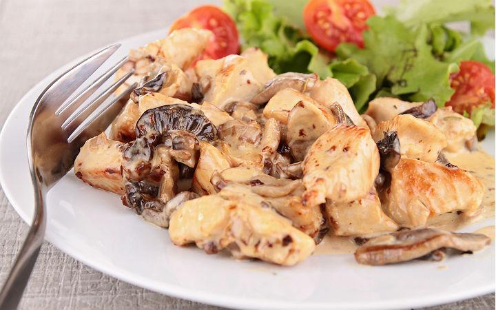https://yemek.com/tarif/kremali-mantarli-tavuk/ | Kremalı Mantarlı Tavuk Tarifi