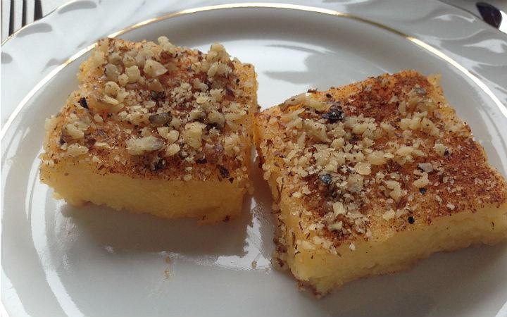 https://yemek.com/tarif/portakalli-irmik-tatlisi/ | Portakallı İrmik Tatlısı