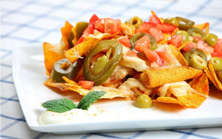 https://yemek.com/tarif/nachos/#.V5IC0LiLTIU | Nachos Tarifi