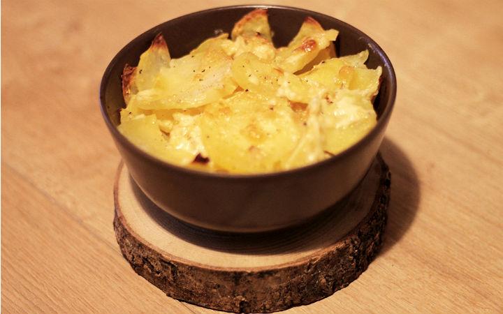 https://yemek.com/tarif/brie-peynirli-patates-graten/ | Brie Peynirli Patates Graten Tarifi