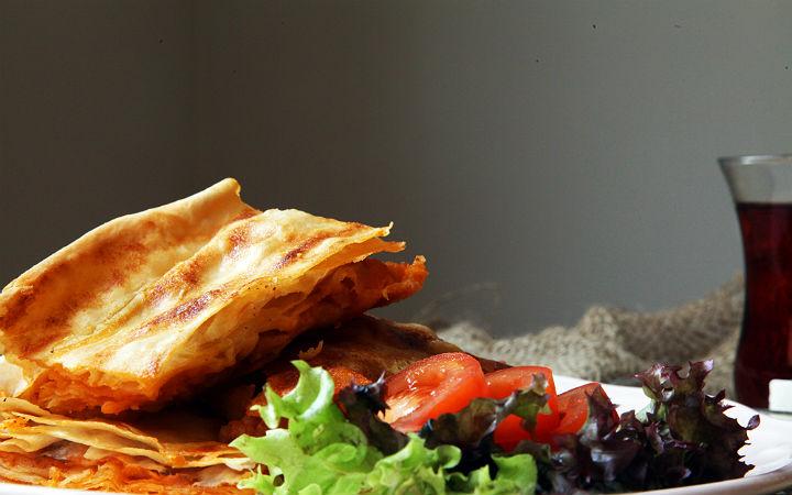 https://yemek.com/tarif/patatesli-borek/ | Patatesli Börek Tarifi