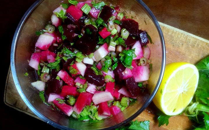 https://yemek.com/tarif/kereviz-sapi-salatasi | Kereviz Sapı Salatası Tarifi