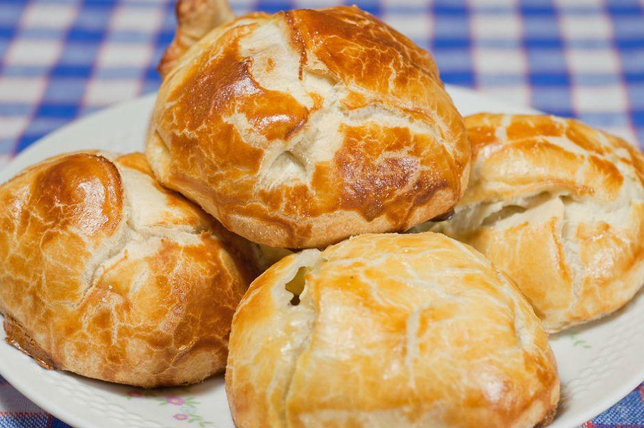 https://yemek.com/tarif/peynirli-pogaca/ | Peynirli Poğaça Tarifi