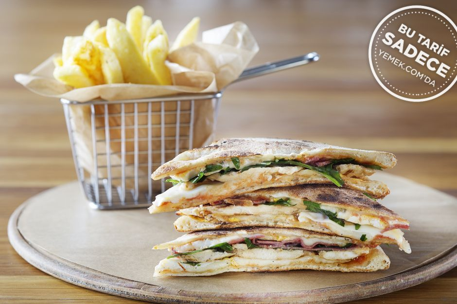 Pizza Club Sandwich