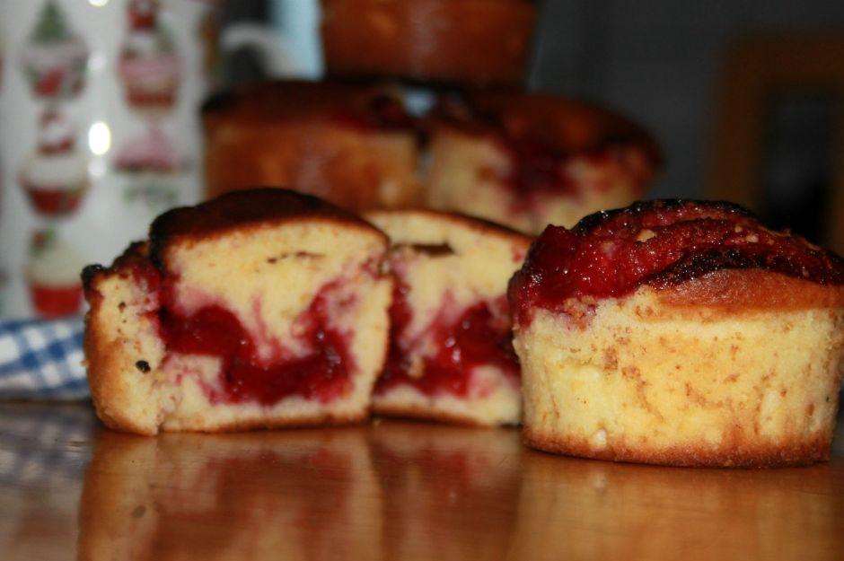 https://yemek.com/tarif/visne-dolgulu-limonlu-muffin/ | Vişne Dolgulu Limonlu Muffin Tarifi