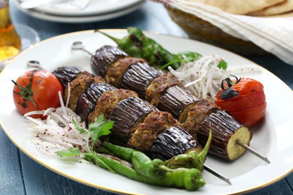 https://yemek.com/tarif/patlican-kebabi/ | Patlıcan Kebabı Tarifi