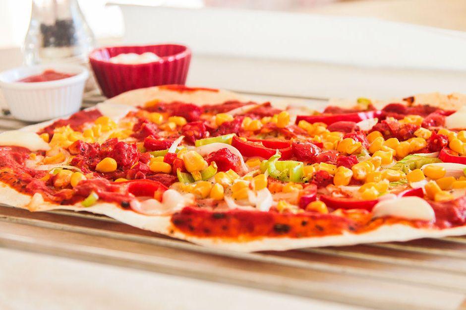 https://yemek.com/tarif/kolay-pizza/ | Kolay Pizza Tarifi