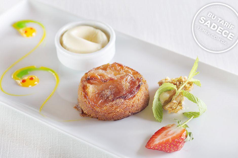 http://yemek.com/tarif/lacivert-restaurant-armut-tatlisi/ | Fotoğraf: Özgür Bakır / Lacivert Ilık Armut Tatlısı Tarifi
