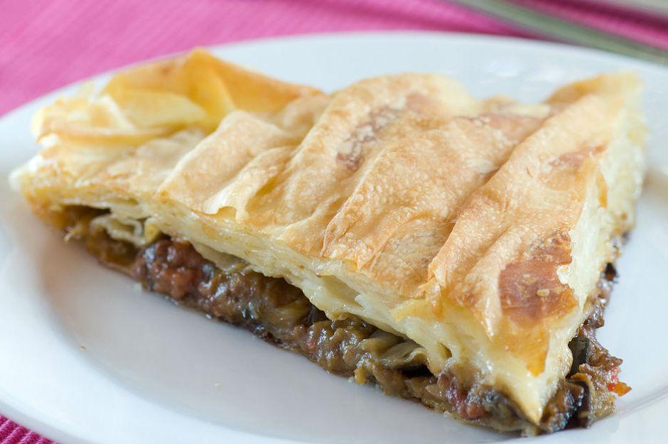 https://yemek.com/tarif/patlicanli-borek/ | Patlıcanlı Börek Tarifi