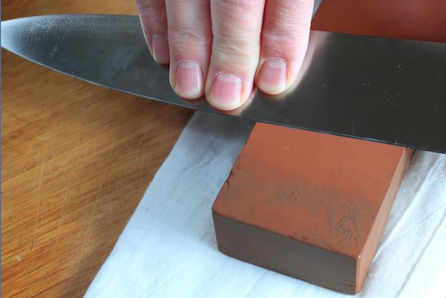 http://honestcooking.com/quick-guide-knife-sharpening/   honestcooking