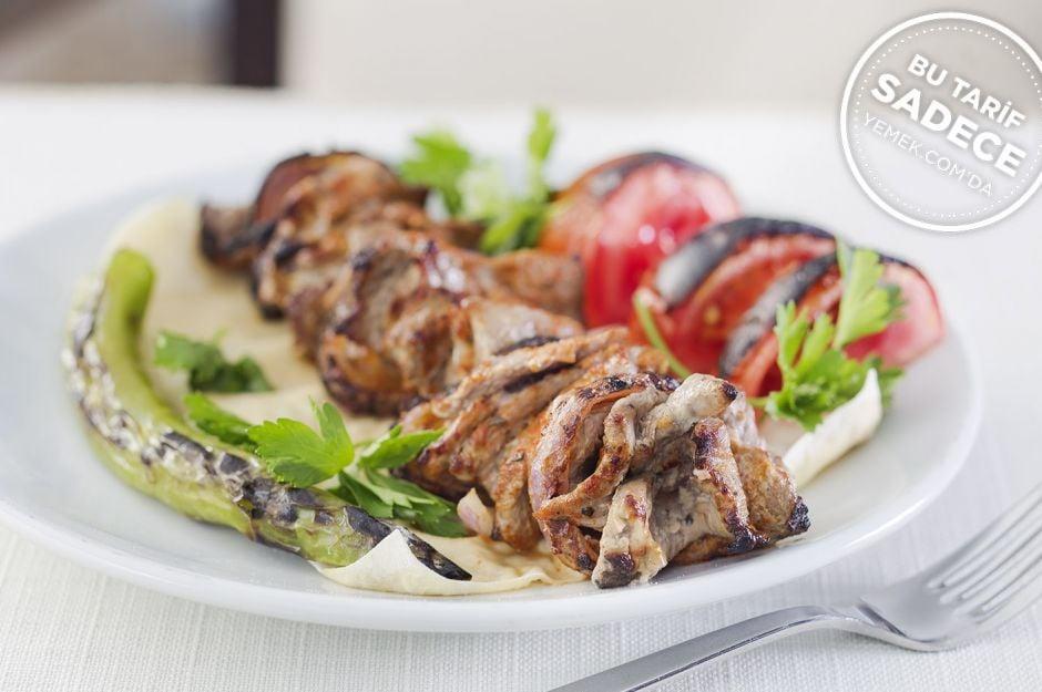 http://yemek.com/tarif/kosebasi-saslik-kebabi/    Fotoğraf: Özgür Bakır / Şaşlık Kebabı Tarifi