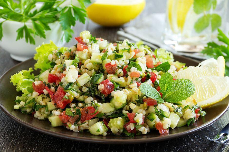 https://yemek.com/tarif/bulgur-salatasi/  | Bulgurlu Yaz Salatası Tarifi